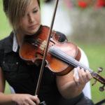 Amalia con su violín